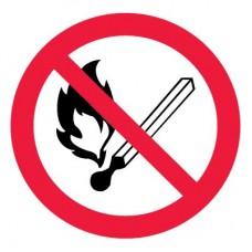 P02 Запрещается пользоваться открытым огнем (Пластик 200 х 200)