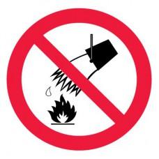 P04 Запрещается тушить водой (Пленка 250 х 250)